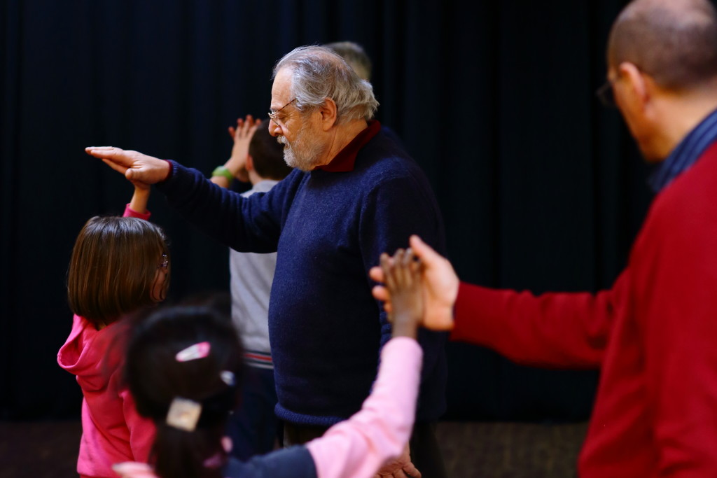 incontro tra generazioni a teatro