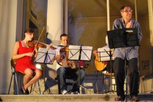 spettacolo UNA CANZONE PER L'ESTATE @ Piazza Falcone   Cantù   Lombardia   Italia